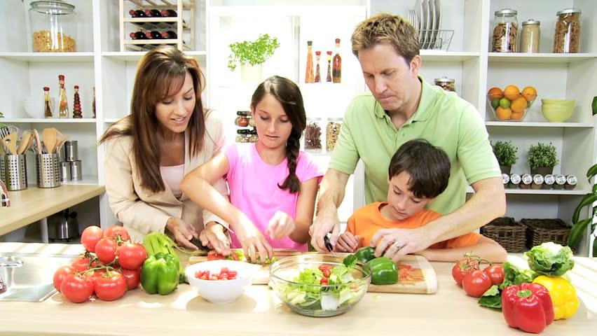 3 façons de faire démarrer votre famille sur un mode de vie biologique