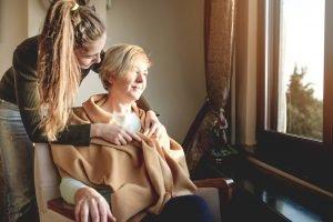 Errures, oubli, sautes d'humeur: reconnaître les symptômes de la maladie d'Alzheimer